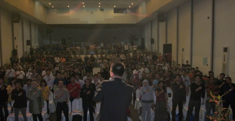 Ingin Mengundang Motivator Terkenal Indonesia, Christian Adrianto Motivator satu dari 10 Besar Motivator Terbaik di Indonesia? Contact Motivator : 082 110 502 502